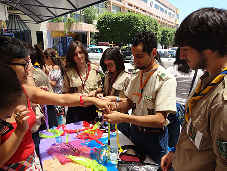 """Armenian scouts participating in the """"DOBRAG"""" Project prepare decorative items reusing plastic bags."""