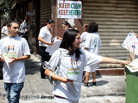 The young participants set up posters and distributed flyers calling for the preservation of cleanliness in the area.