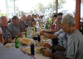 After the visit, the group had lunch in a nearby restaurant.